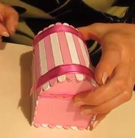 Haz bonitos cofres con palitos de helado y cartón reciclado