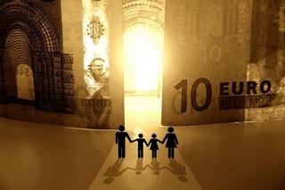 Para negociar opções binárias, o investidor deve escolher o activo subjacente, o tempo de expiração e a direcção que prevê ser a acertada no movimento do preço desse activo. O activo subjacente pode ser um índice (por exemplo, Nasdaq), matérias-primas (petróleo), par de divisas que também é conhecido como moeda (por exemplo, EUR / USD) ou valor.