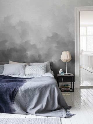 Snygg tapet i sovrum - gråa toner