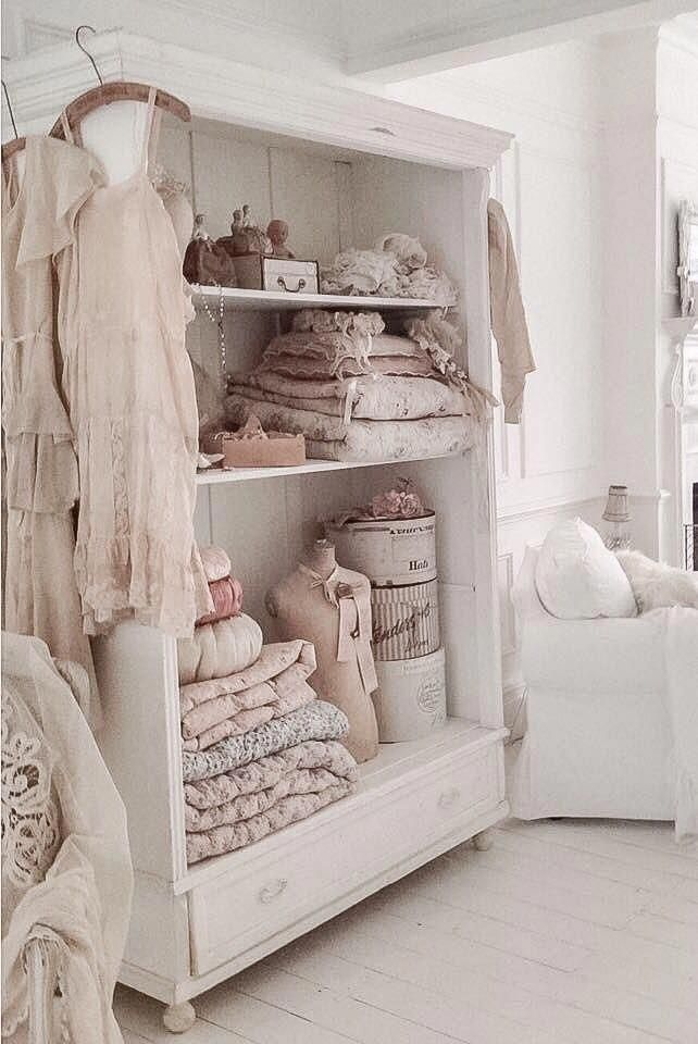 Interior Signs Of Age Soft Colors Cottons And Old French Linens Whites Pastels Vintage Chandeliers Rose Patterns Shabbychicdecor