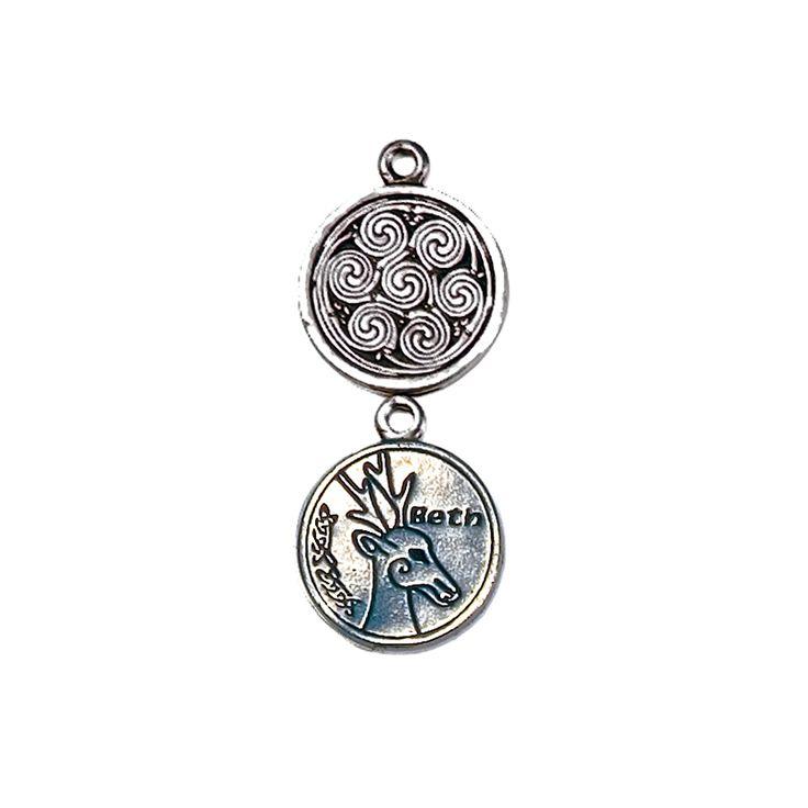 Pendentif astrologie celtique représentant le signe Beth. Médaille en étain gravée recto-verso sur cordon noir, présentée sur carte personnalisée.