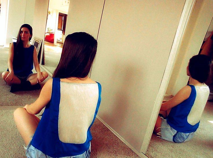 Cum transformam o rochie cu spatele gol intr-o bluza versatila