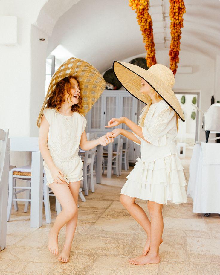 SERIE MODE : Ti amo Puglia ✹ Au coeur des Pouilles, en Italie, nous nous sommes arrêtés le temps d'un shooting photos doux et élégant. Plus de photos ➢ http://kids-magazine.com/gallerie/ti-amo-puglia/