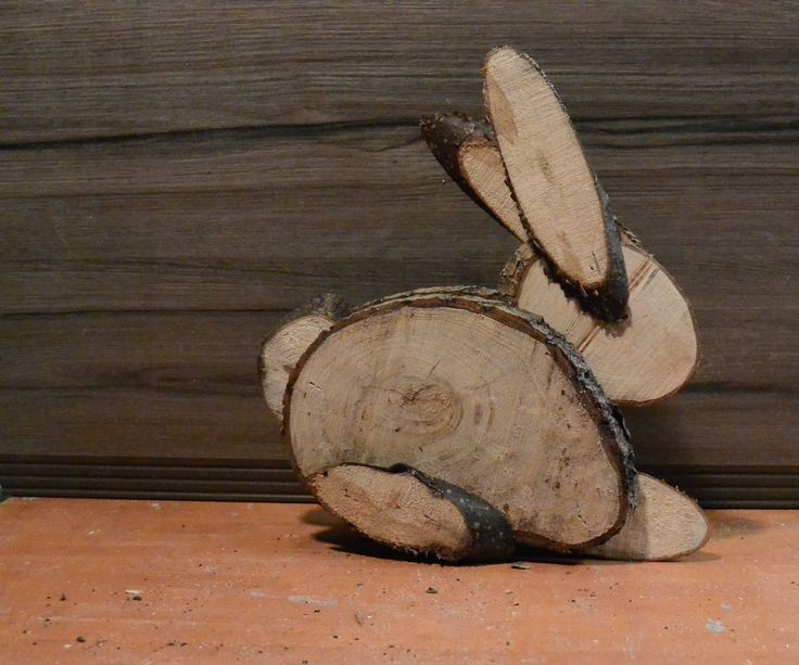 How to make a Easter bunny out of different size logs.Easy to make.... Great result.All you need is:1. Logs 2. Bandsaw or handsaw 3. Nailgun. Hope you injoy it.