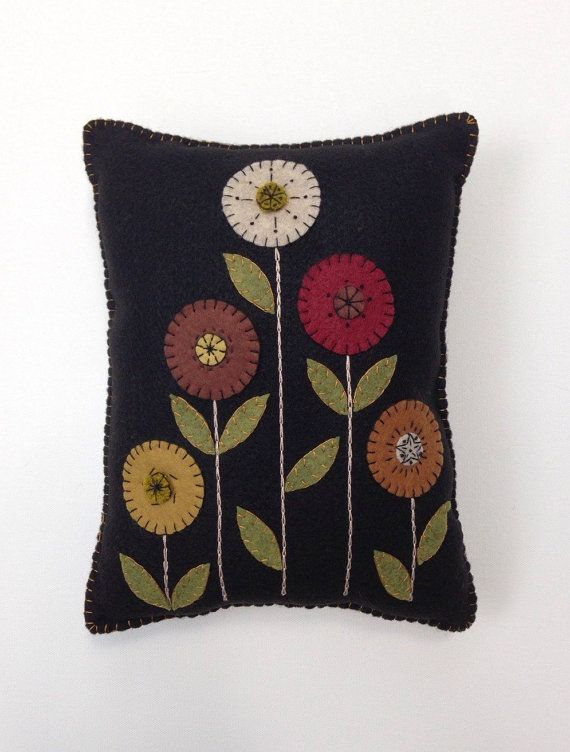 Penny Rug Flower Appliqued Pillow, Wool Felt Pillow, Fall Pillow, ofg, faap, Primitive Pillow, Folk Art Pillow, Earth Tones