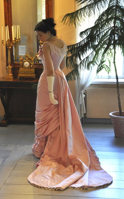Before the Automobile: Natural form ball gown, the Toulmouche project guuuuh the lace on the train *__*