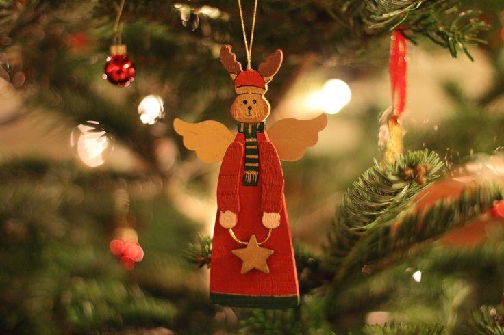 La période des fêtes de Noël approche et avec elle, les décorations des voisins et dans les rues, la liste de cadeaux, l'organisation des célébrations. On ressent l'euphorie collective… L'ambiance des fêtes, quoi!     Du moins normalement…