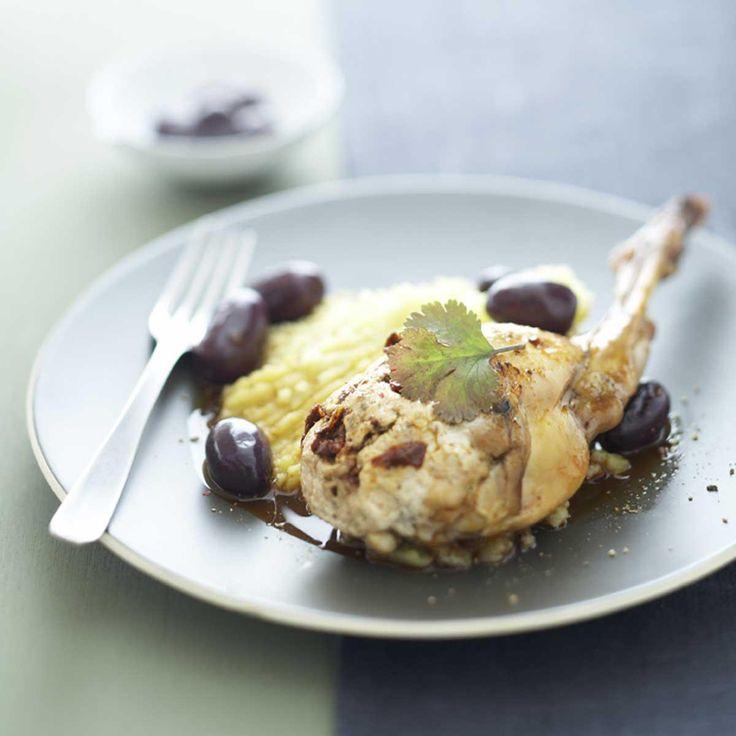 Préparez les pommes de terre écrasées à l'huile d'olive :Faites cuire les pommes de terre en robe des champs et épluchez-les encore chaudes.Écrasez les