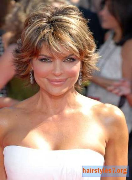 Lisa Rinna Short Layered And Highlighted Emmy Hairstyle