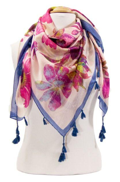 Foulard en soie pompons rose marguerites. Découvrez + de 100 modèles de  foulards en soie sur la boutique mesecharpes.com. Port gratu… 678d2cee88a