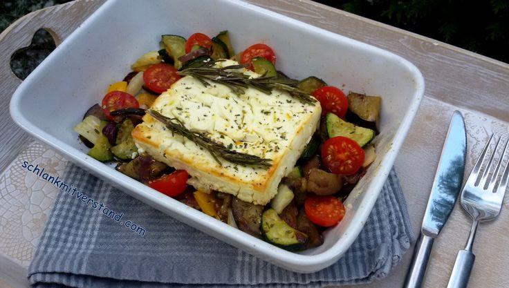 Gebackener Feta auf mediterranem Gemüse (Auberginen, Zucchini, Strauchtomaten) low carb, schnell, gesund, lecker, vegetarisch Rezept für 1 Person http://schlankmitverstand.com/ #lowcarb #abnehmen #schlankmitverstand