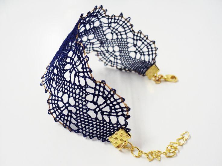 Bracelet-Manchette en dentelle bleu marine et doré