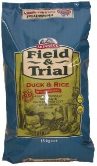 £21.14 - Field & Trial Duck & Rice is completely hypoallergenic as it has been specifically formulated to exclude ingredients that are known to cause sensitivities or allergies and therefore reduce the likelihood of these associated skin, coat and digestive problems. It is free from wheat gluten, maize gluten, barley gluten, soya and dairy products.