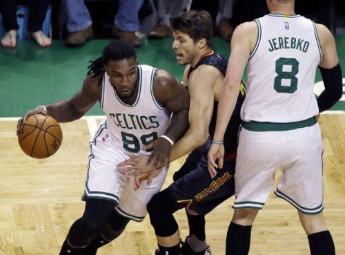 Jae Crowder visits Boston Celtics practice facility after Game 3... #BostonCeltics: Jae Crowder visits Boston Celtics… #BostonCeltics