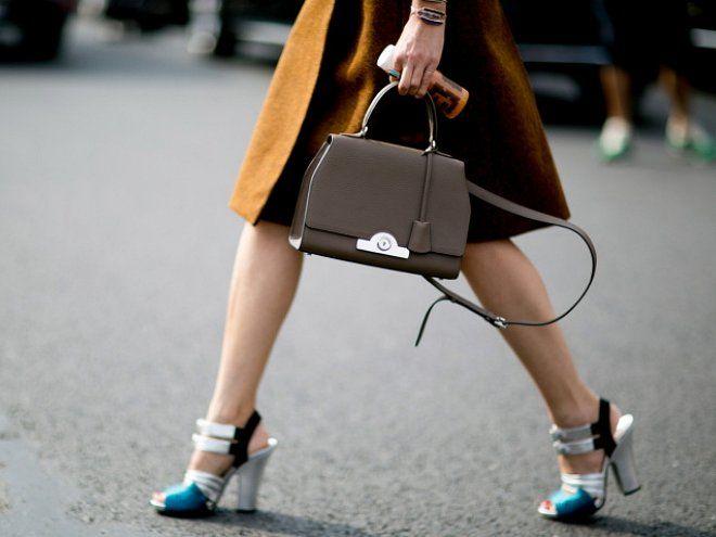 Я знаю, что не все девушки правильно и красиво ходят на каблуках. Если у вас некрасивая походка даже без обуви — вы можете и не мечтать […]