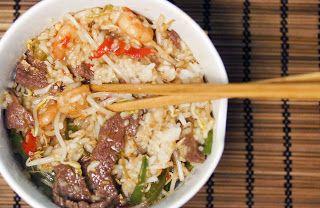 Gewoon wat een studentje 's avonds eet: Aziatisch: Biefstuk, garnaaltjes, groene paprika rode peper en taugé gewokt met rijst