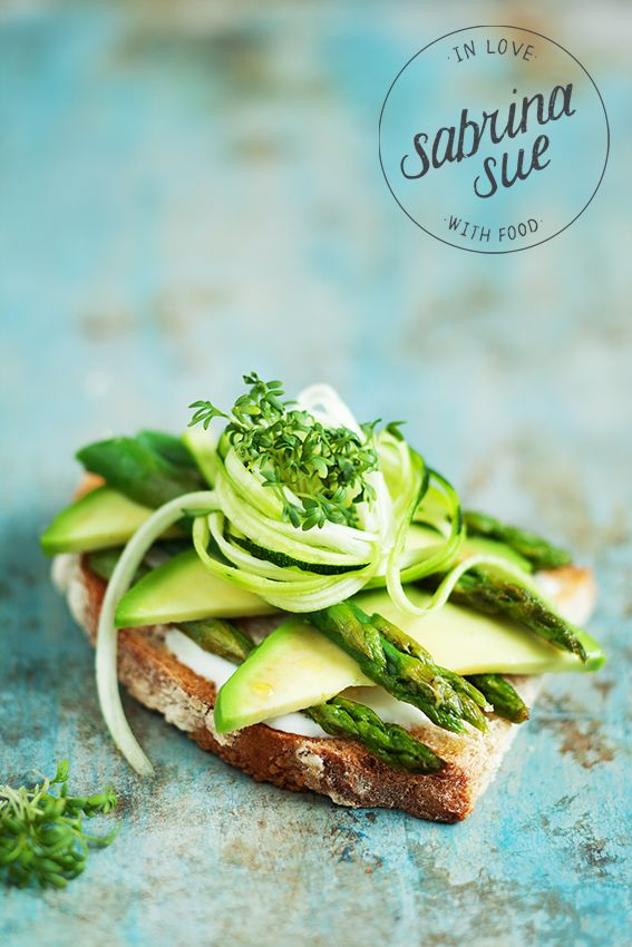 avocado asparagus sandwich with zucchini spaghetti and aioli.