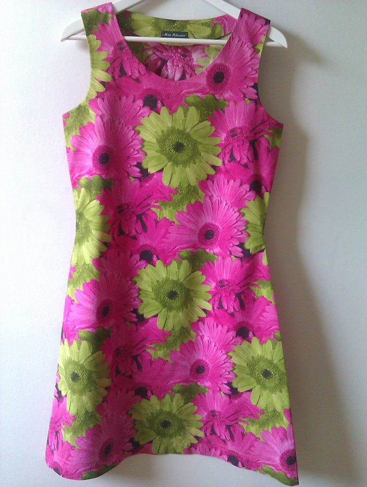 Bright summer dress I made. Pink and green gerberas. Handmade. Own pattern.  http://missppelicano.blogspot.com