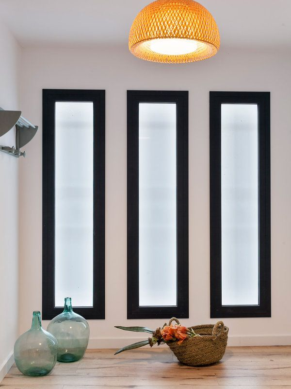 RECIBIDOR - Una casa cómplice con el pasado Modern Window Design, Window Glass Design, House Window Design, Window Grill Design, Modern Windows, Modern House Design, House Furniture Design, Home Interior Design, Modern House Floor Plans