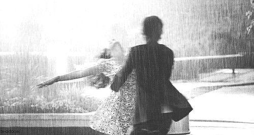 Chuva - rain - lluvia - estação - season - temporada - chovendo - raining - lloviendo - dias - days - día - clima - climate - tempo - água - water - gotas - drops - mulher – woman – mujer – garota – girl – sorriso – smile – sonrisa – feliz – happy – felicidade – happiness – dança – dance – danza – dançando – dancing – baile - homem – man – hombre – namorado – boyfriend – amigo – apaixonados amor - love - casal - couple - pareja