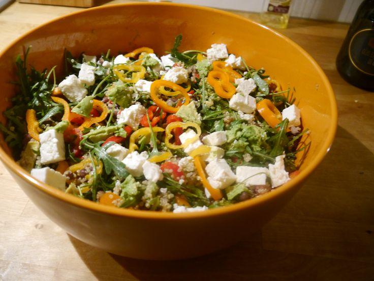 Ik ben niet enormdol op quinoa. Toch kan ik sommige recepten niet weerstaan, zoals het recept van deze salade (ik houd wel van adukibonen). Deze zeer gezondemaaltijdsalade met quinoa en adukibone...