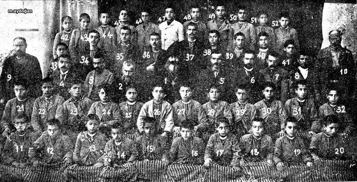 Kayseri - Efkere - Surp Garabed Manastırı - mezun öğrenciler toplu halde