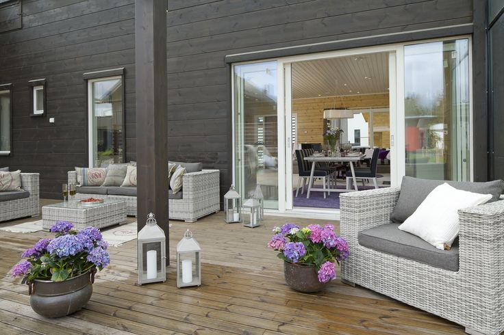 A lovely terrace brings luxury to every day. Honka Kaarna. Honka log homes.