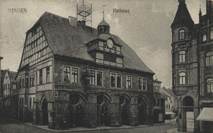 AK06884a.jpg (2142×1338) Die Stadt Minden mit dem Markt und dem Rathaus.