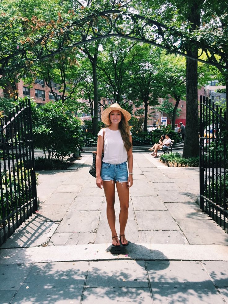 Pretty spring outfit with a white shirt and faded jean shorts, completed with a cute hat! From @alimichelle98