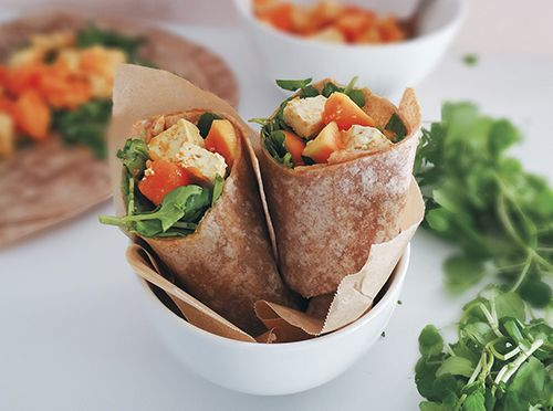 Wraps vegano de tofu, curry e papaia
