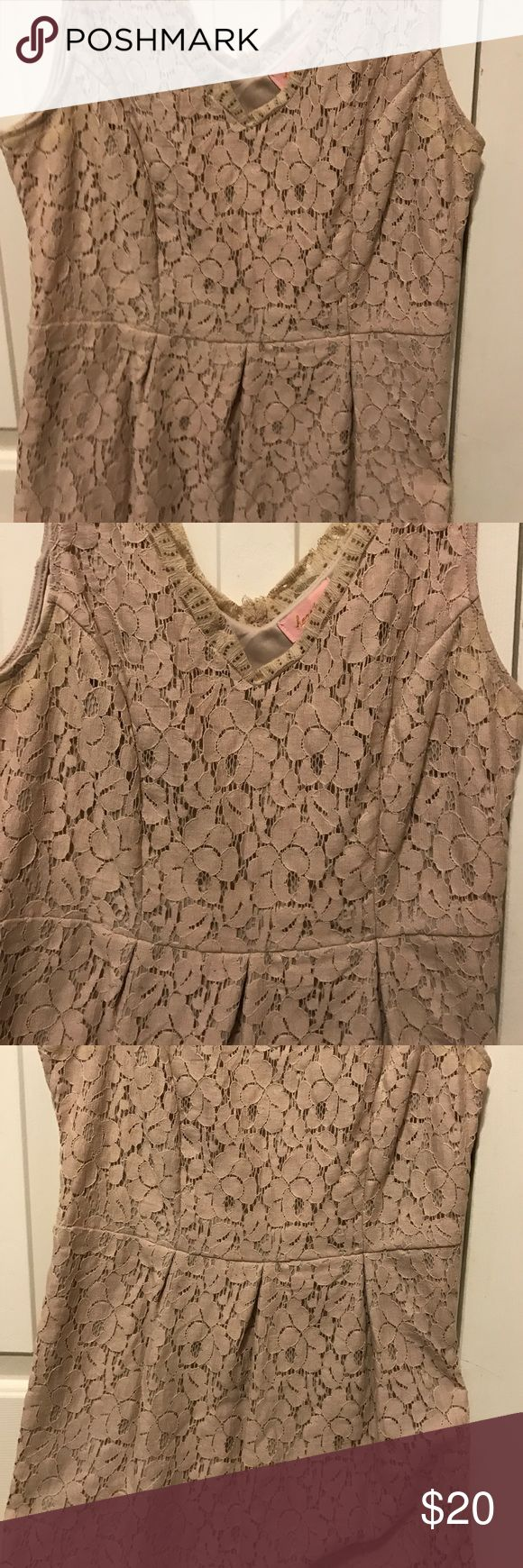 Tan Lace Dress with Lining Tan floral Lace Boho Dress. Size M. Has lining underneath! Dresses