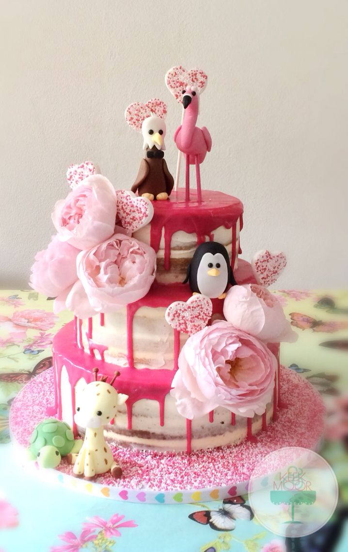 Naked wedding cake with dripping ganache and some cute animals designed by the kids: best idea ever  by KEEK&MOOR