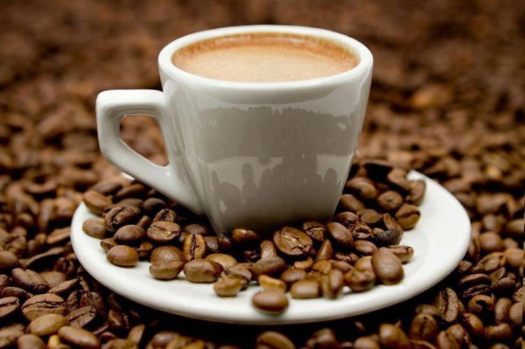 Μια μεγάλη μελέτη έδειξε ότι η κατανάλωση καφέ σχετίζεται με μειωμένο κίνδυνο θανάτου από καρκίνο του στόματος.  Οι ερευνητές μελέτησαν αρχικά σε 968.432 υγιείς άνδρες και γυναίκες το 1982. Όλα τα συμπληρωμένα ερωτηματολόγια σχετικά με την υγεία και τις διατροφικές συνήθειες, περιλαμβανομένων των ποσοτήτων του τσαγιού και του καφέ που καταναλώνεται πάρθηκαν κατά την έναρξη της περιόδου της μελέτης... Δείτε περισσότερα