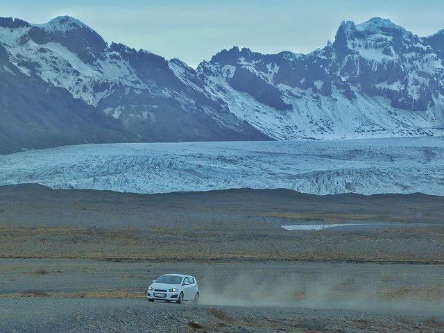 Coche en Islandia