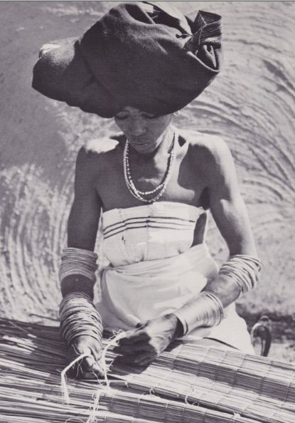 African Elegance - by Alice Mertens & Joan Broster - Africa Afrika