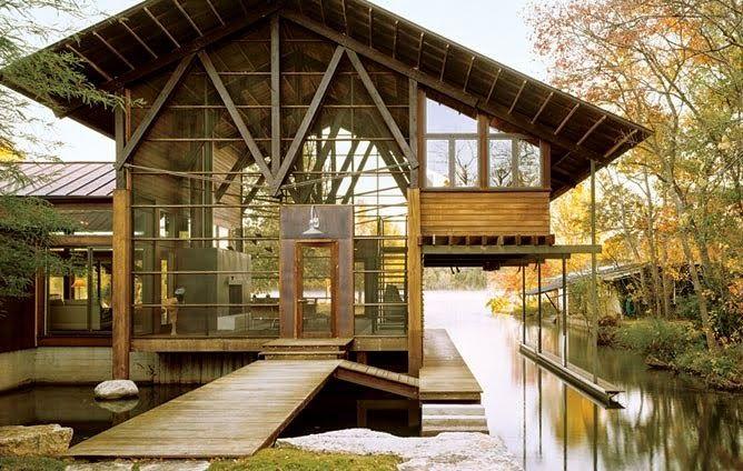 Casa de madeira e vidro
