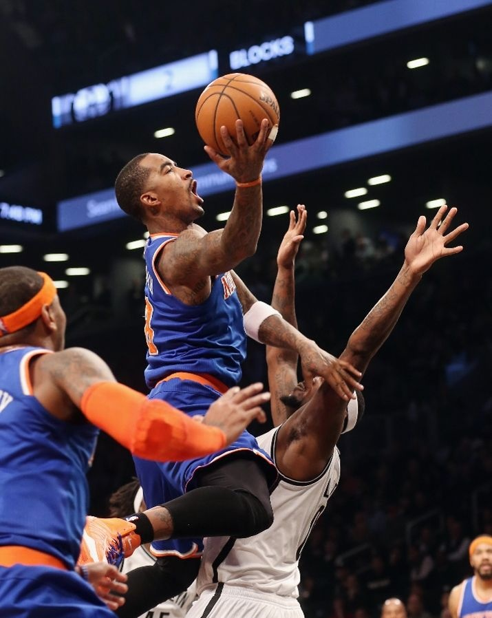 J.R. Smith #8 of the New York Knicks scores two past Andray Blatche #0