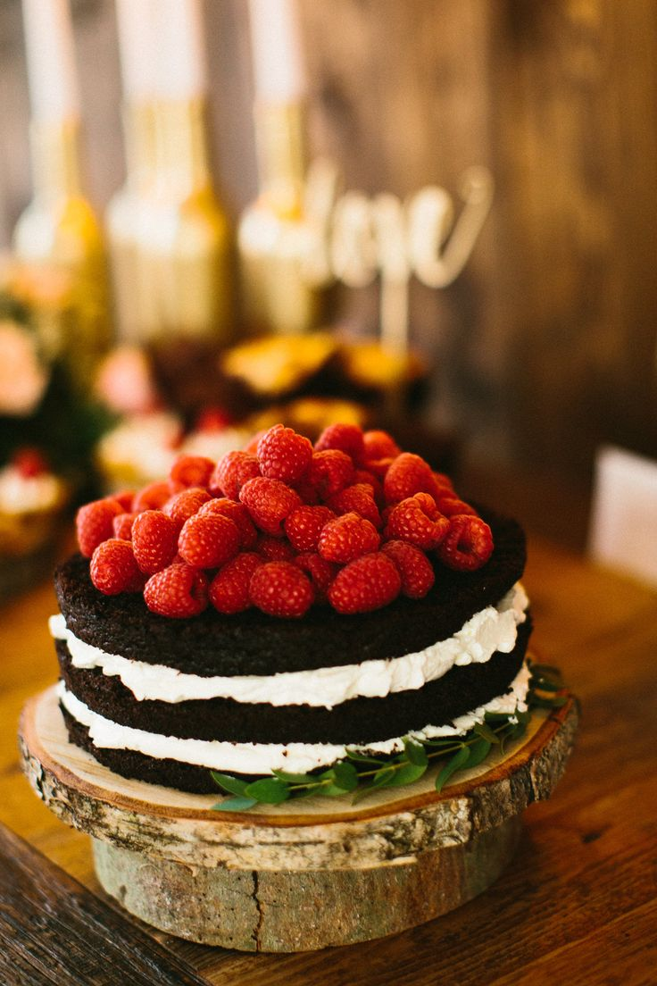 Rustykalny ślub inspiracje, naked cake wykonany przez House Cafe z Olsztyna http://www.jaceksiwko.com/rustykalne-inspiracje-slubne/