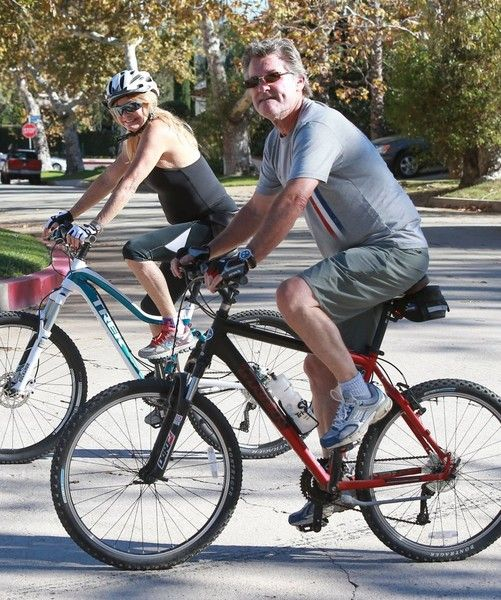 Goldie Hawn and Kurt Russell Go out for an Afternoon Bike Ride