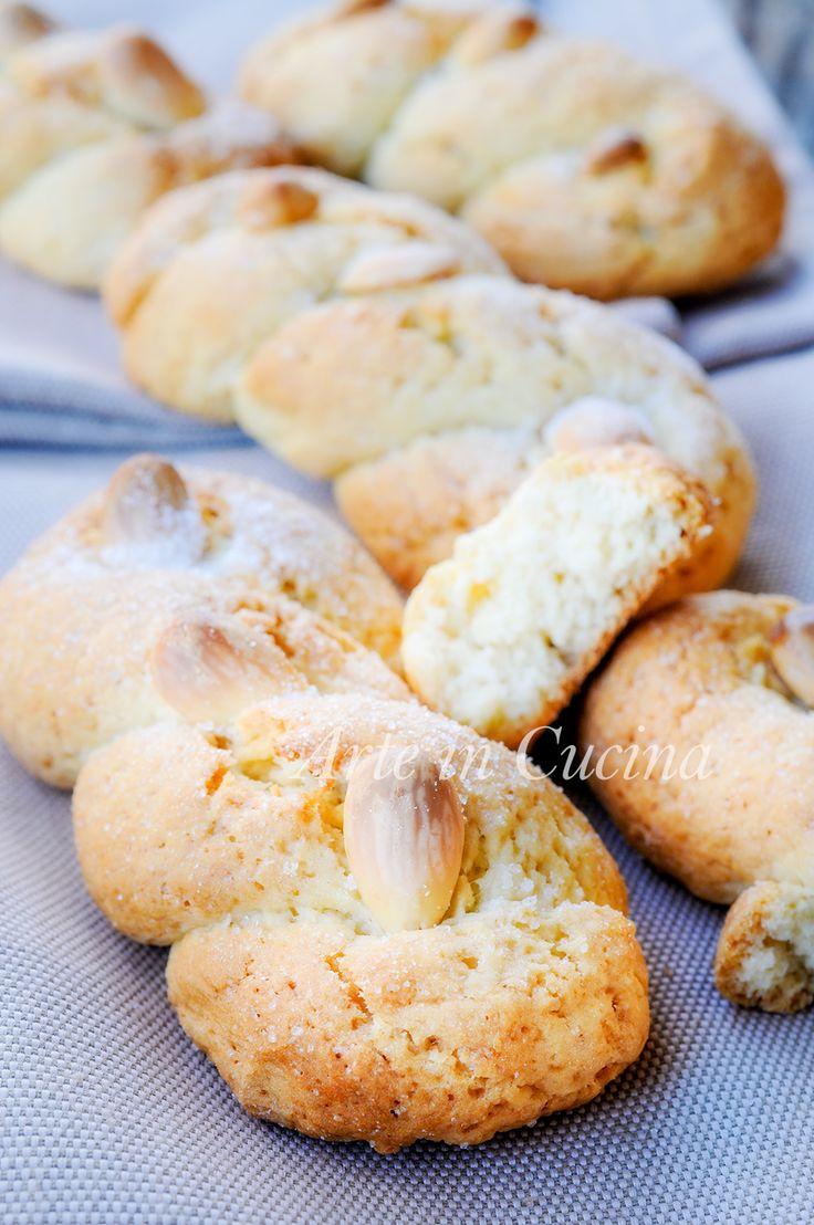Intorchiate con mandorle biscotti pugliesi intrecciati vickyart arte in cucina