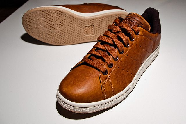 Adidas Stan Smith   Sneakers outfit men, Brown leather sneakers ...