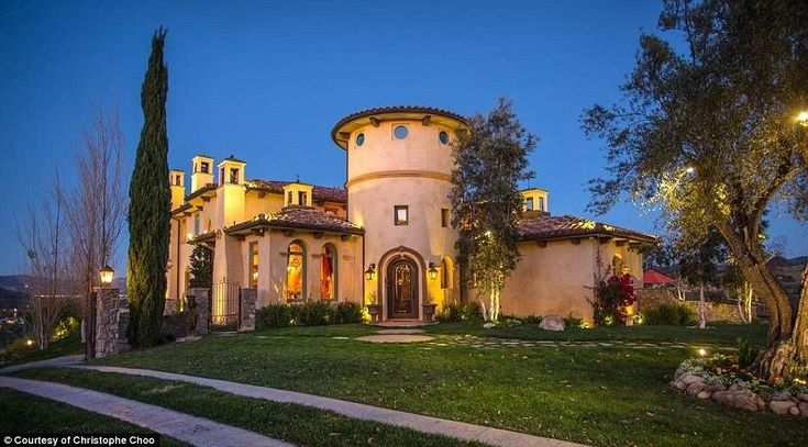 Hulk Hogan's ex-wife Lindahas listed her Simi Valley mansion in California for sale at $5.5million