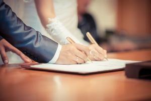 За год 440 тамбовских пар подали заявление в ЗАГС через портал госуслуг.  В 2017 году через единый и региональный порталы госуслуг жители Тамбова и области подали 605 заявлений на оказание услуг в сфере ЗАГС. Из них большую часть  440 заявлений - на предоставление госуслуги по государственной регистрации заключения брака.  Подать электронную заявку на государственную регистрацию заключения брака можно с компьютера или мобильного устройства. Для этого необходимо зарегистрироваться на портале…