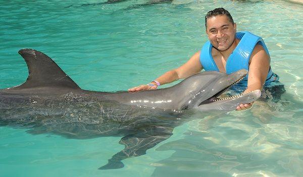 ¡Visita el Acuario Interactivo y vive la mejor experiencia de nado con delfines en Cancún! - http://revista.pricetravel.com.mx/lugares-turisticos-de-mexico/2016/12/02/visita-el-acuario-interactivo-y-vive-la-mejor-experiencia-de-nado-con-delfines-en-cancun/