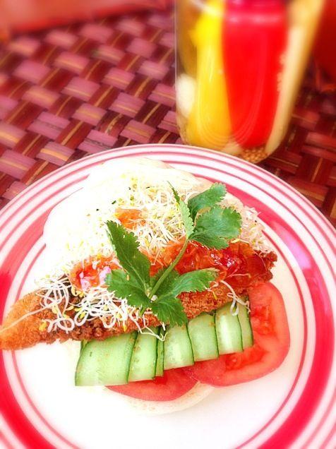 """大好きなアルファルファと香菜いっぱい♪ハマってるスイチリサンド〜ʕु-̫͡-ʔु"""" - 64件のもぐもぐ - Fish fry sandwichフィッシュフライサンド by Ami"""