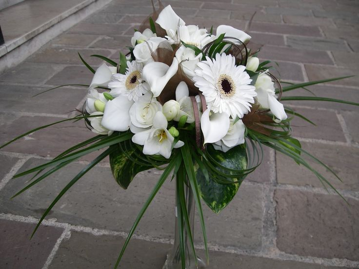bouquet rond de mari e gerberas roses callas fresias. Black Bedroom Furniture Sets. Home Design Ideas