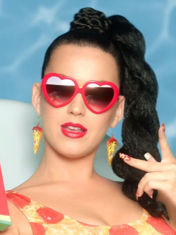 "Katy Perry's pizza slice earrings in ""This is How We Do"": http://beautyeditor.ca/2014/08/02/katy-perry-this-is-how-we-do/"