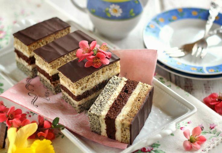 Gondolom, nem mutatok újdonságot ezzel a recepttel, hiszen egy népszerű süteményről van szó. Az eredeti recepttől az...