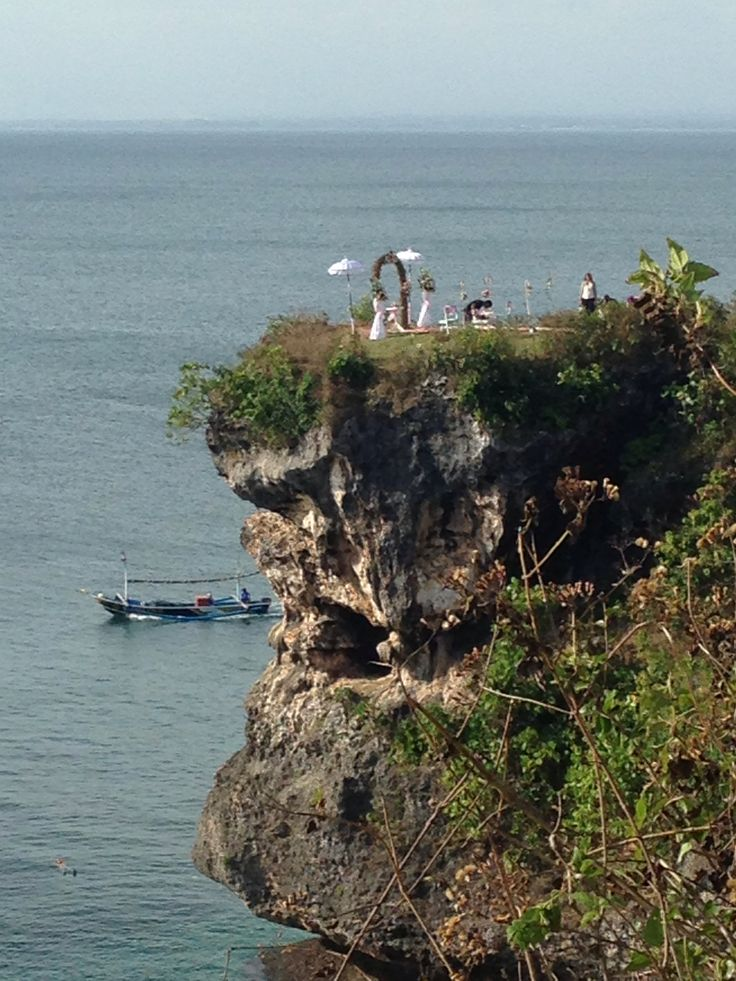 Cute lil wedding on Balangan cliff