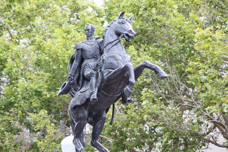 En 1810, la mayor parte de Colombia declaró independencia. No duró mucho tiempo. Los españoles reconquistaron la área en 1815-16. Sin embargo, en 1819, Simón Bolívar derrotó a los españoles en la batalla de Boyacá. Posteriormente una nueva nación se formó entre Colombia, Panamá, Venezuela y Ecuador. La nueva nación fue llamada la República de Colombia.